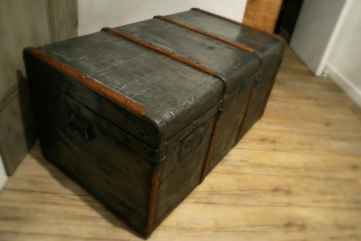 la malle cintr e m tallique bouillon de peinture. Black Bedroom Furniture Sets. Home Design Ideas