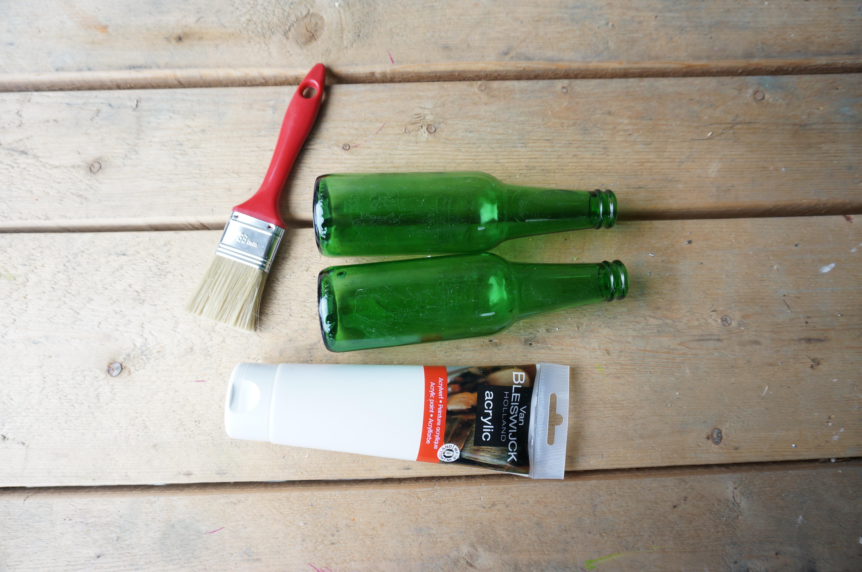 diy une bonne raison de conserver ses bouteilles en verre bouillon de peinture. Black Bedroom Furniture Sets. Home Design Ideas